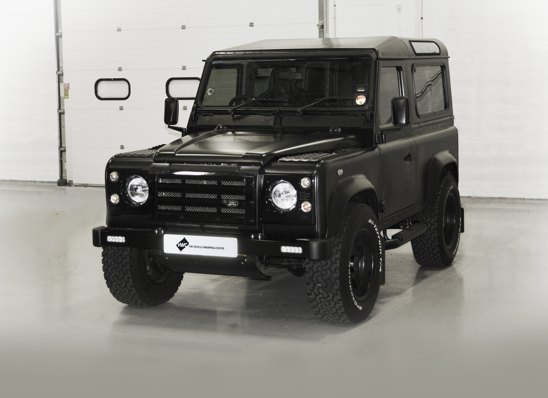 Land Rover Defender - Matt Black IG