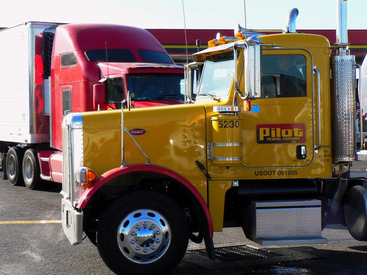 truck-truck-963637_1280 (1)